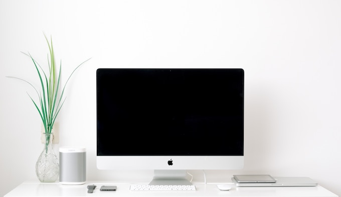 机の上のiMac