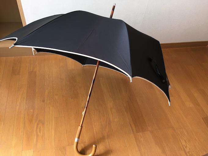 修理前の傘の全体像
